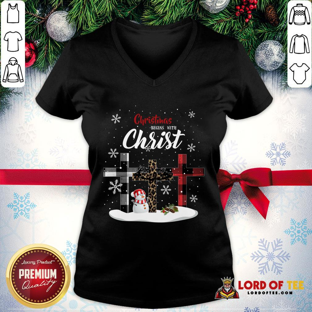 Awesome Christmas Begins With Christ Sowman Jesus Christmas Ugly V-neck